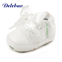 Delebao Nėriniai Lace-up Baby Shoes Rudens / Pavasario medvilnės minkštas vienintelis mažyčių batų 0-18 mėnesių Naujokas pirmasis vaikštynės