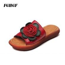 Chinelos de verão feminino genuíno de couro fundo grosso flor plana confortável legal nacional à direita do dedo do pé aberto portátil fundo macio