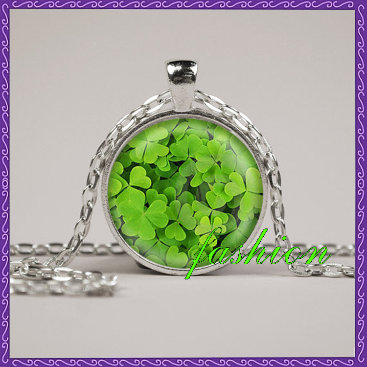 New Popular Green Leaf Clover Necklace Glass Art Print