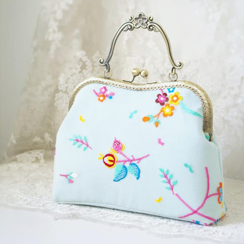 Sweet Flower Embroidery Handbag Women Delicate Messenger Bags Handmade Vintage Handbags Cross Body Mesh Flowers Lady Clutch Cute a three dimensional embroidery of flowers trees and fruits chinese embroidery handmade art design book