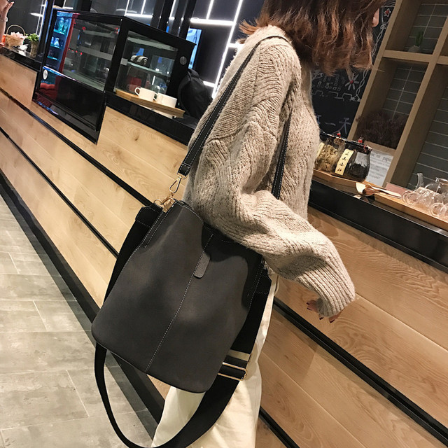 Messenger bag Women Bucket Shoulder Bag large capacity vintage Matte PU Leather lady handbag Luxury Designer