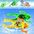 1 Pc Pequeno Animal Rã da Natação para o Banho Do Bebê Brinquedo Do Bebê crianças crianças clockwork brinquedos clássicos natação play fun presentes aleatória cores