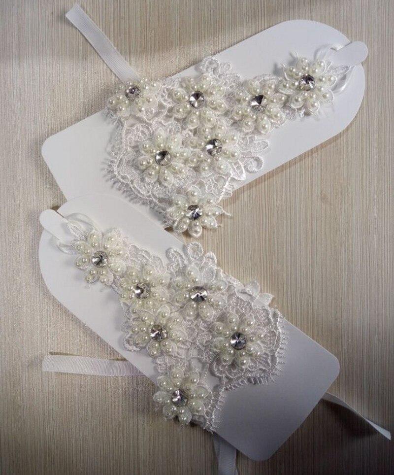 2018 Ivory Lace Wedding Gloves Pearls Beaded Short Wrist Length Fingerless Glove for Bridal