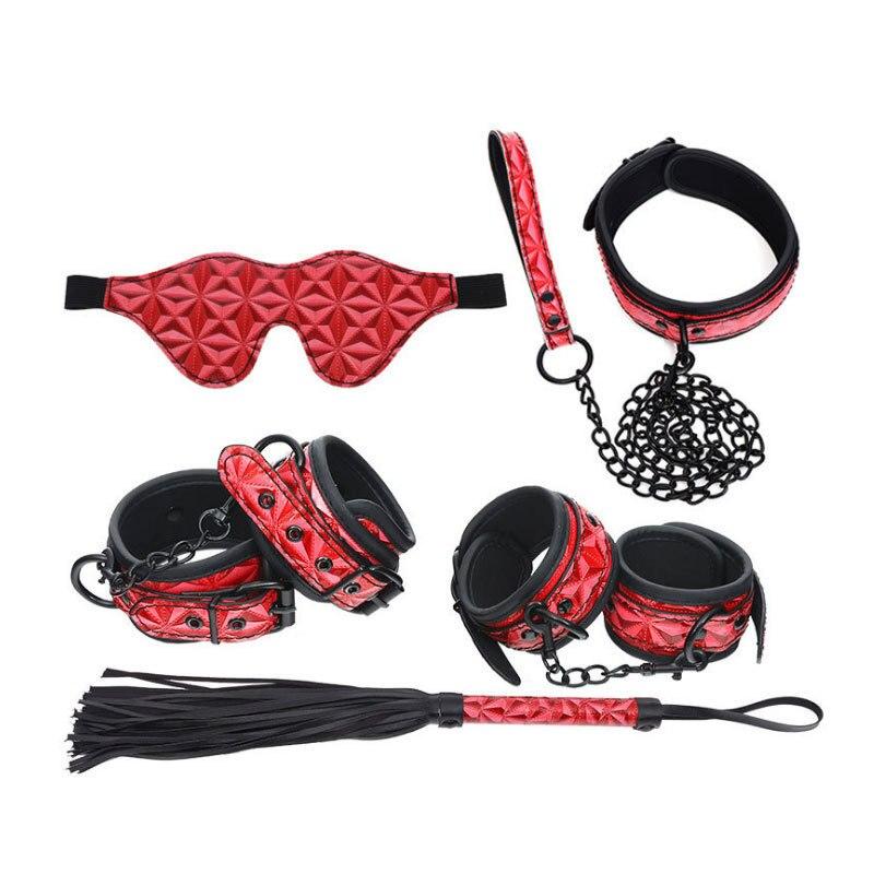 Взрослые игры БДСМ бондаж наборы из искусственной кожи 5 шт./компл. Секс продукт наручники и манжеты на щиколотки ошейник и хлыст маска для г