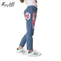 De los niños Niñas pantalones de Mezclilla Azul Pantalones Casuales Legging Arranque Pantalones Flor Roja 2017 Del Estiramiento Del Verano Elástico de Cintura Alta Pantalones