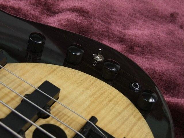 Yin an Yang 5 String Bass guitar with active pickups  3