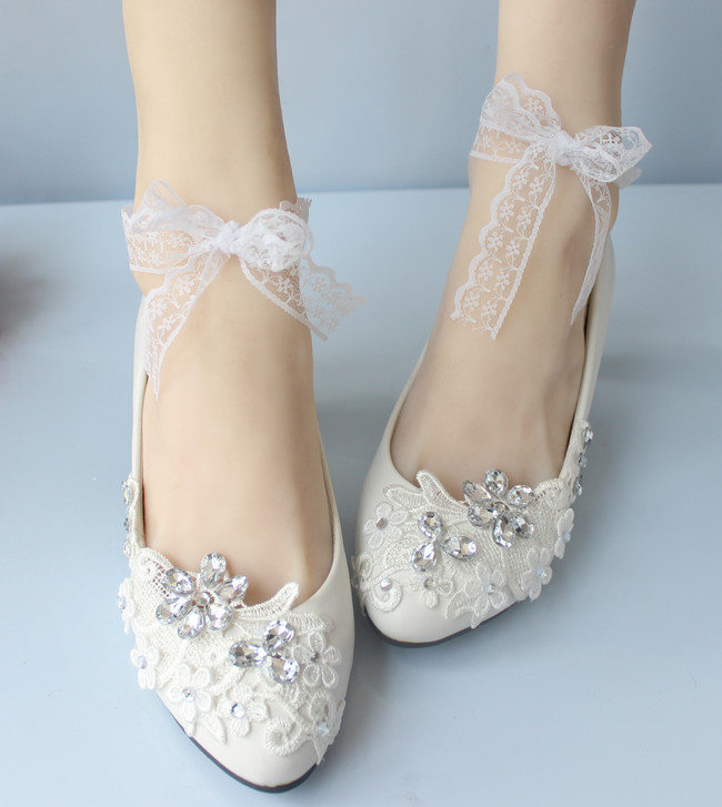 fb739cdcb تصميم الكاحل الحذاء حذاء الزفاف النساء أزياء جديدة الدانتيل الأبيض حزام  العرائس حزب العروسة فستان الأحذية