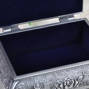 Image 4 - Wysokiej jakości pudełko z biżuterią ze stopu cynku metalowy futerał na drobiazgi Vintage Flower rzeźbiony projekt szkatułka na biżuterię pudełko