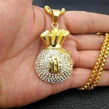 Ожерелье со сверкающими монетами и кулоном в виде доллара на