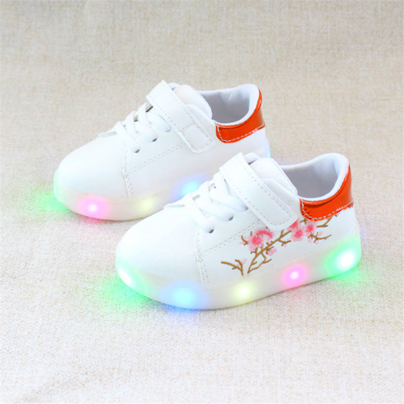 2018 spring and autumn embroidery light boys and girls luminous white shoes LED flash Korean childrens shoes casual sports shoe