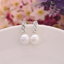 A Pair Of Cheap And Cheap Ladies Jewelry Temperament Fashion Pearls Simple Small Jewelry Triangle Pearl Earrings(China)