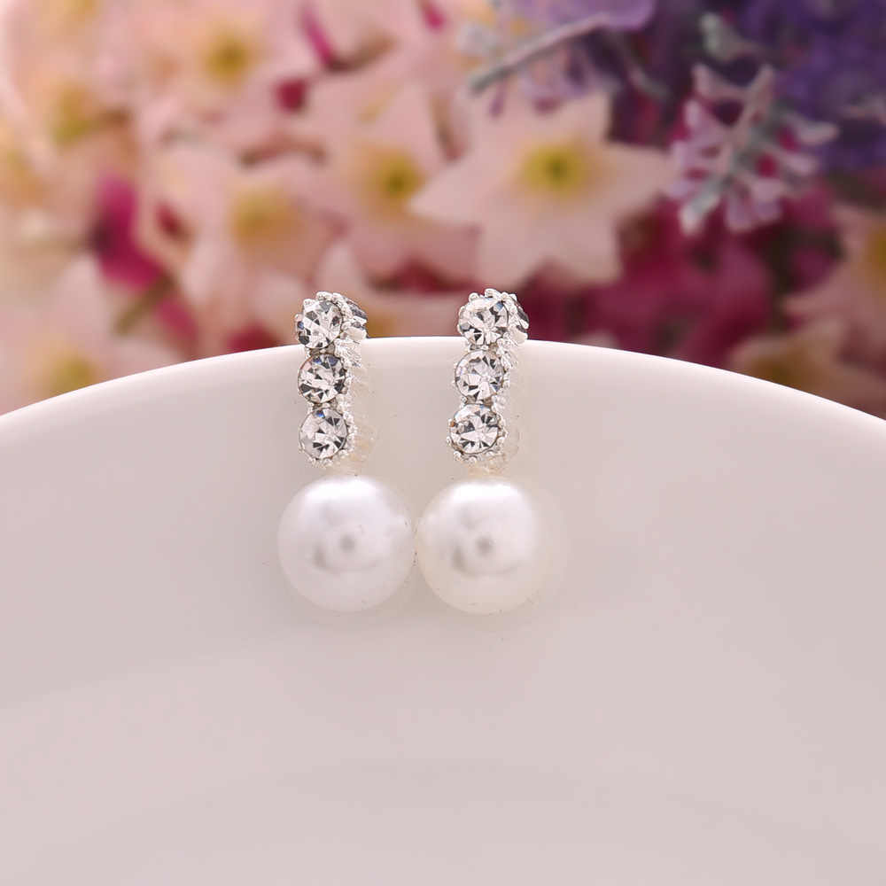 A Pair Of Cheap And Cheap Ladies Jewelry Temperament Fashion Pearls Simple Small Jewelry Triangle Pearl Earrings