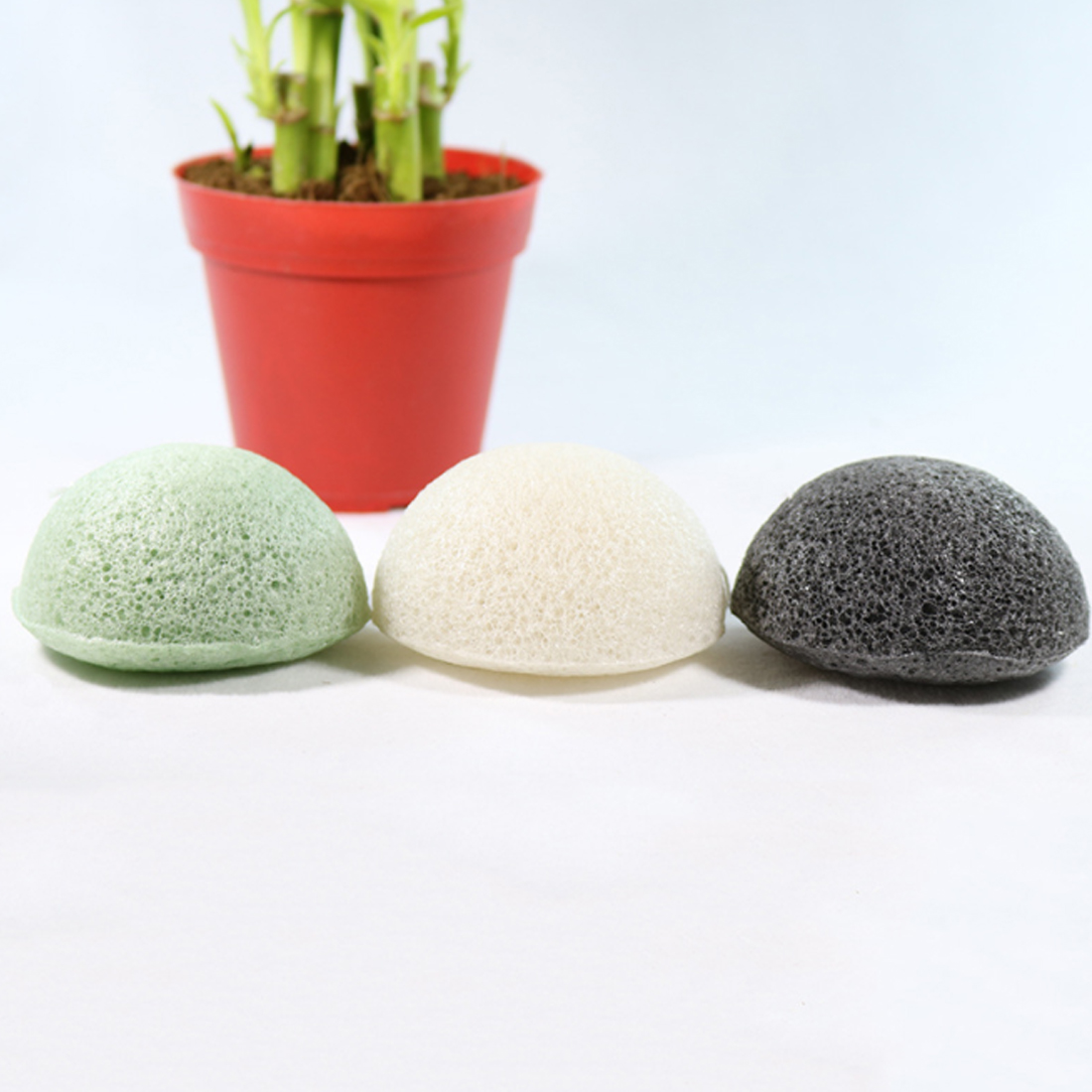 Newest Natural Konjac Konnyaku Facial Deep Cleansing Puff Wash Up Face Sponge Bamboo Charcoal Remover Bath Condition Massage