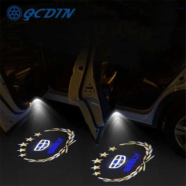 QCDIN für GEELY Atlas OEM LED Auto Willkommen Licht Tür Logo Courtesy Lampe Projektor Licht für Geely Emgrand Atlas Boyue GL GS NL3
