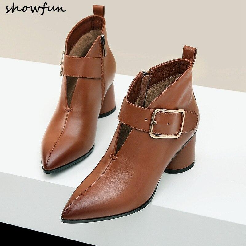 Ayakk.'ten Ayak Bileği Çizmeler'de Artı boyutu 42 kadın hakiki deri kalın yüksek topuk yarım çizmeler büyük metal toka sonbahar kısa patik sivri burun konfor ayakkabı'da  Grup 1