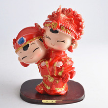 Creative Chinese wedding gifts couples home resin crafts living room decoration bride and the bridegroom Figurines