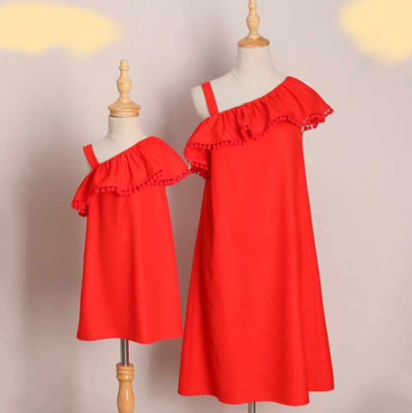 fdae812cc86cb 2019 PPXX Girl Women Dress One Shoulder Beach Mother Daughter dress Party  Wedding Family Matching Clothes outfits Family Look
