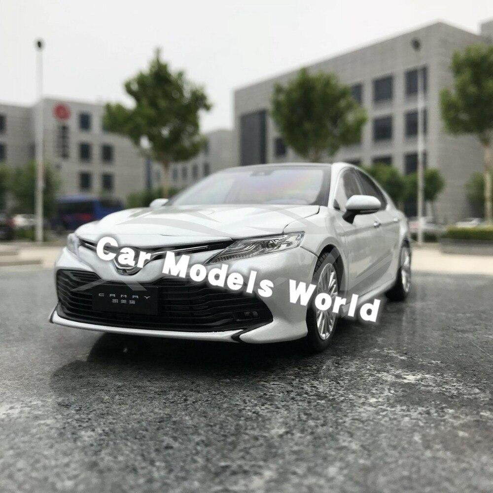 Diecast รุ่นรถสำหรับ 8th Generation Camry 2018 1:18 (สีขาว) + ของขวัญขนาดเล็ก!!!-ใน โมเดลรถและรถของเล่น จาก ของเล่นและงานอดิเรก บน   1