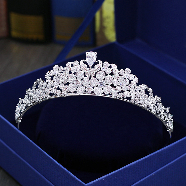 Fashion luxury leaves Paved CZ zircon Princess crown wedding bride dinner banquet Beauty tiaras hair jewelry free shippingFashion luxury leaves Paved CZ zircon Princess crown wedding bride dinner banquet Beauty tiaras hair jewelry free shipping