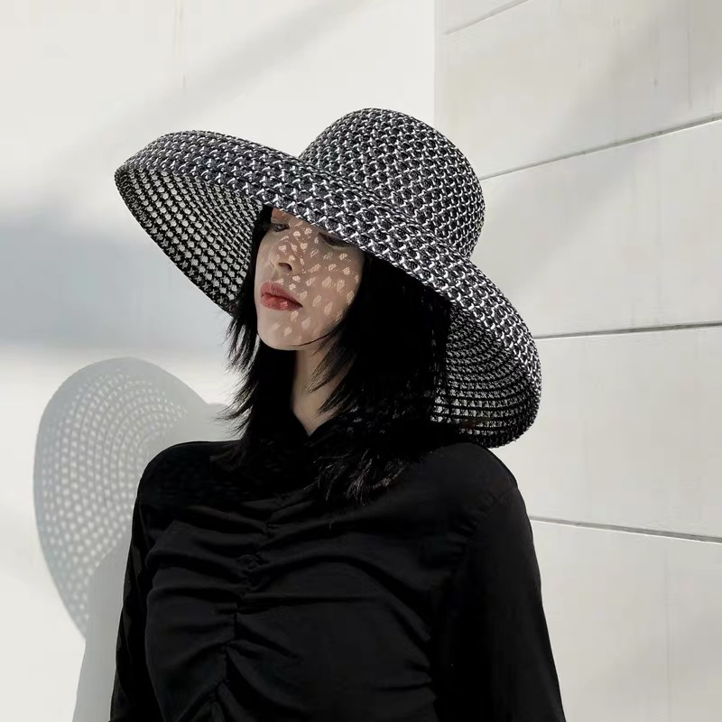 2019 Retro Round Top Big Straw Hat Ladies Sun Hats Travel Holiday Visor Hats Vintage Women Beach Hat Black And White Wholesale