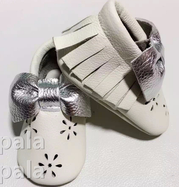 New fashion hollow flower white with silver bow leather baby moccasins soft soled  Prewalker First Walker girl baby Kids Shoes