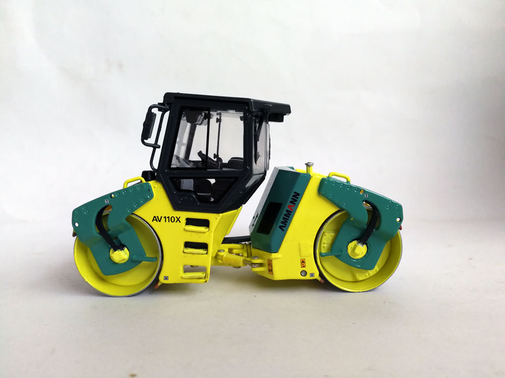 1 50 Ammann AV 110X Double Roller toy