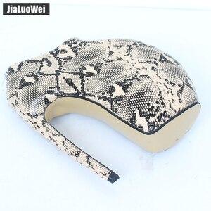 Image 5 - Jialuowei Brand New Designer dziwny styl zakrzywiony na cienkim obcasie platforma Sexy nadruk węża 18CM bardzo wysokie obcasy kobiet botki