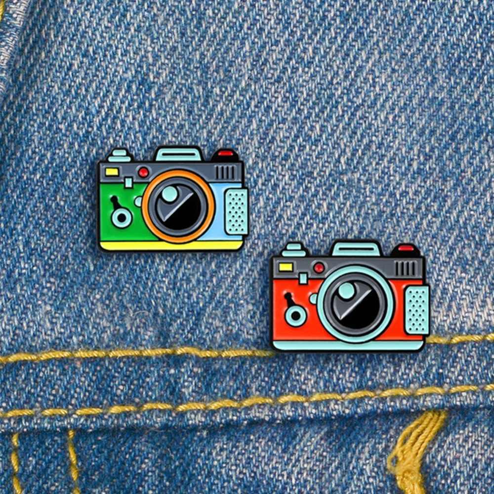 Mignon créatif Cartoon caméra broche goutte à goutte bijoux caméra broche et broche en alliage émail broche tissu sac Cap accessoire cadeau