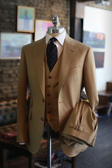 最新コートパンツデザインカーキブラウン新郎メンズスーツスリムフィットスキニー3ピースタキシード結婚式のスーツウエディングパーティーブレザーterno masculino