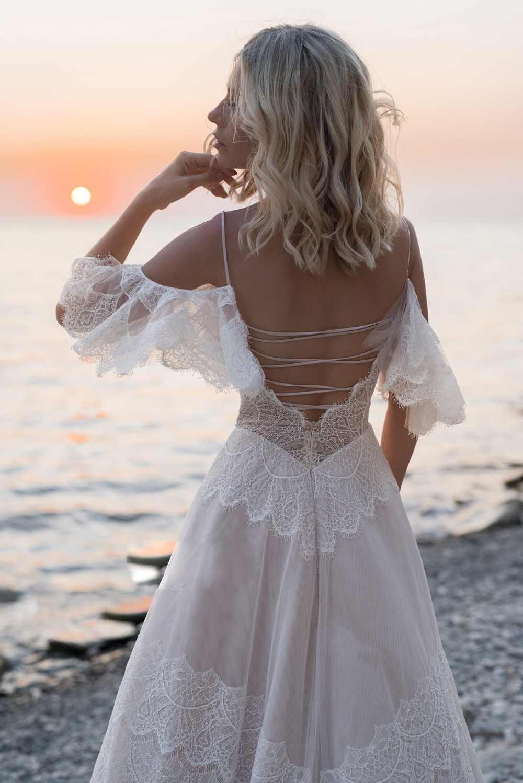 2019 בוהמי חתונת שמלות כבוי כתף תחרת אפליקציות כלה שמלות סקסי ללא משענת חוף קו חתונת שמלת חלוק דה Mariee