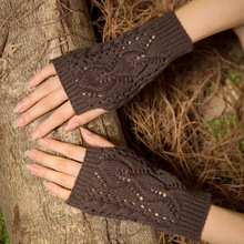 La MaxPa Women Gloves Stylish Hand Warmer Winter Gloves Women Arm Croc