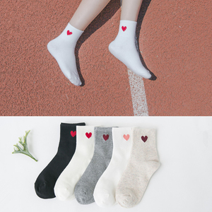 2019 جديد أزياء المتناثرة النساء القطن طويل الجوارب اليابانية الجدة الحب القلب نمط الجوارب الهيب هوب الصلبة القطن بارد الجوارب