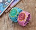 2 Cores Relógio Rastreador GPS Para crianças dos miúdos Relógio Inteligente Pulseira Pulseira Anti Perdeu GSM Aplicativo de Telefone De Emergência SOS Alarm Android