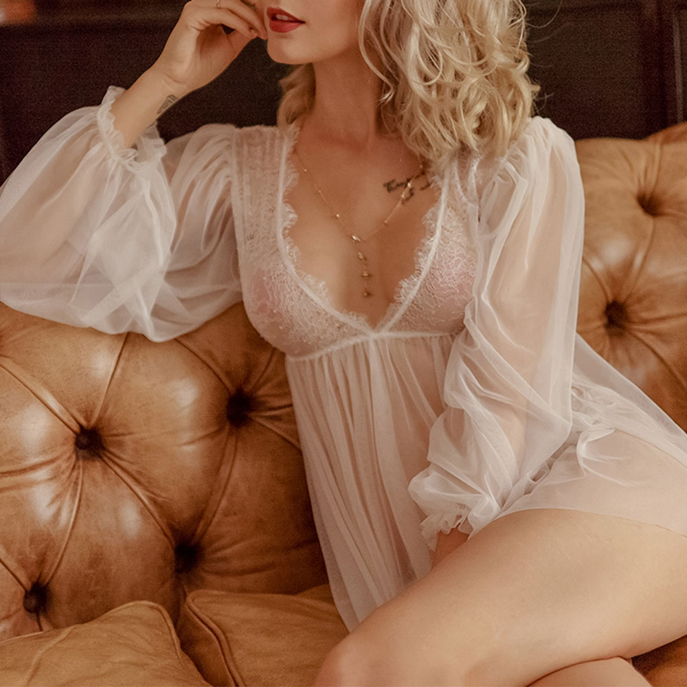 amateur mature women in nightgown pictures