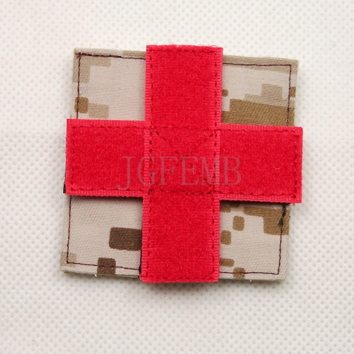 Qualified Desert Digital Aor1 Can Be Removed The Red Cross Medical Rescue Military Tactical Morale Embroidery Patch Badges B910 Shirts