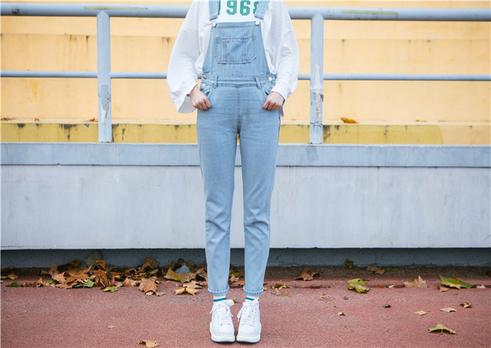 Autumn and winter Korean women's high waist row buckle show thin light color loose nine points jeans suspenders small feet suspender (11)