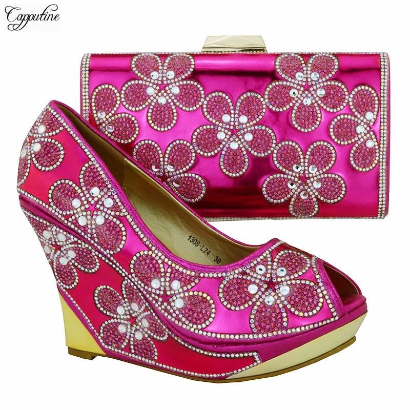 Отличное фуксия обувь на танкетке и сумочки со стразами в африканском стиле пикантные сандалии с мешком для вечерние 1308-L74