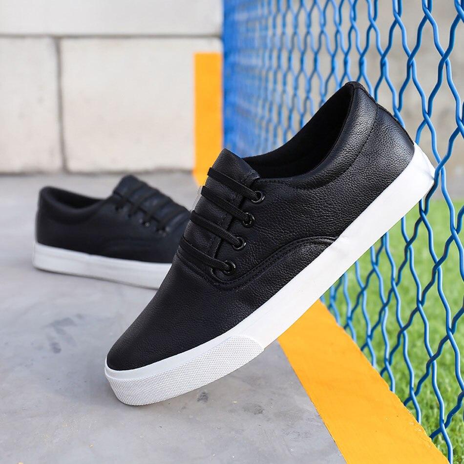 Prix pour 2017 Classique PU Planche À Roulettes Chaussures Hommes Sneakers Skate Chaussures PU Matériel Low Cut Chaussures Durable Confortable Sport Sneaker Chaussures