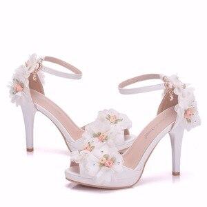 Image 5 - Crystal Queen chaussures de mariée, talons hauts, escarpins papillon, avec fleurs en dentelle, poignets, soirées, été
