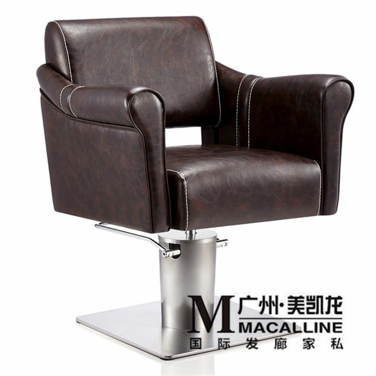 Kampaamolle omistettu kampaajatuoli. Parturin tuoli