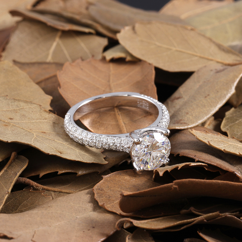 moissanite ring with accents (14)