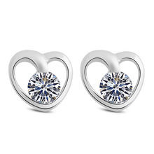 цена 100% 925 sterling silver romantic love heart crystal ladies`stud earrings women female jewelry cheap Anti allergy no fade в интернет-магазинах