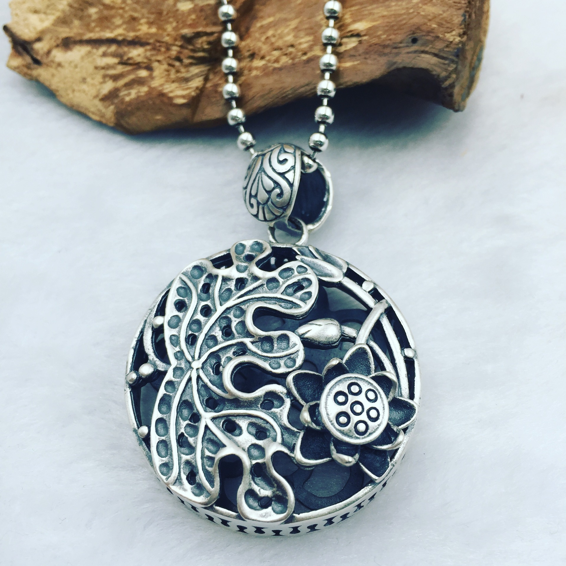 The ancient Thai Folk Style Sterling Silver Genuine S925 silver Lotus Flower Silver Pendant pendant sweater chainThe ancient Thai Folk Style Sterling Silver Genuine S925 silver Lotus Flower Silver Pendant pendant sweater chain