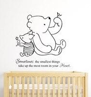 Ücretsiz Nakliye Winnie the Pooh ve Piglet ev dekorasyon Bebek Alıntı Duvar Çıkartması Kreş Çıkarılabilir Duvar Çıkartmaları ev dekor mural