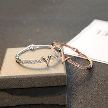 Женский браслет из розового золота роскошный с буквенным принтом