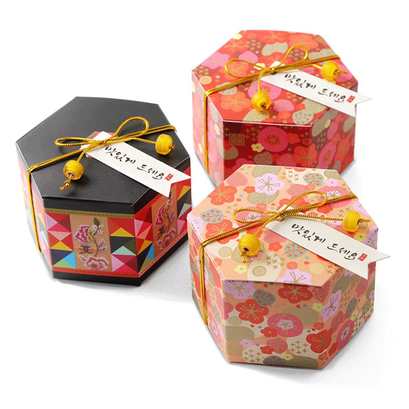 50pcs Plum Blossom Flower Gift Boxes Folding Paper Box Wedding Favor Candy Box Packaging for Sweets Party Candy Box