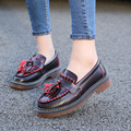 2016 autumn college fringed with a small leather shoes women flat shoes in Europe and America Big yards single shoes b2