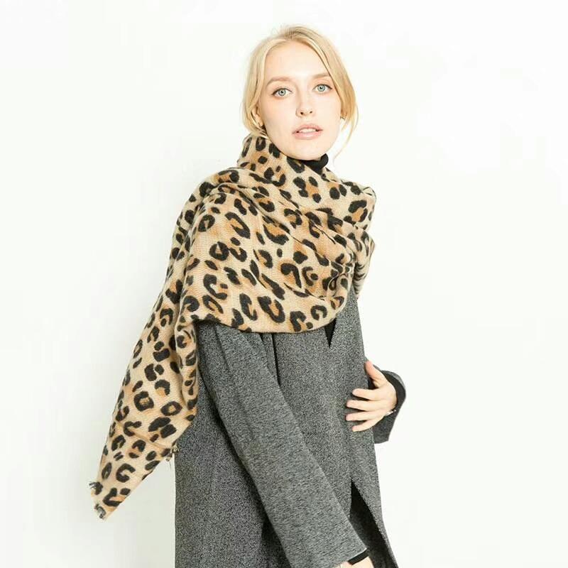 Luxury Brand Designer Animal Leopard Print Cashmere Winter Warm Scarf Women Foulard Femme Bandana 2018 Shawl Blanket LL181005