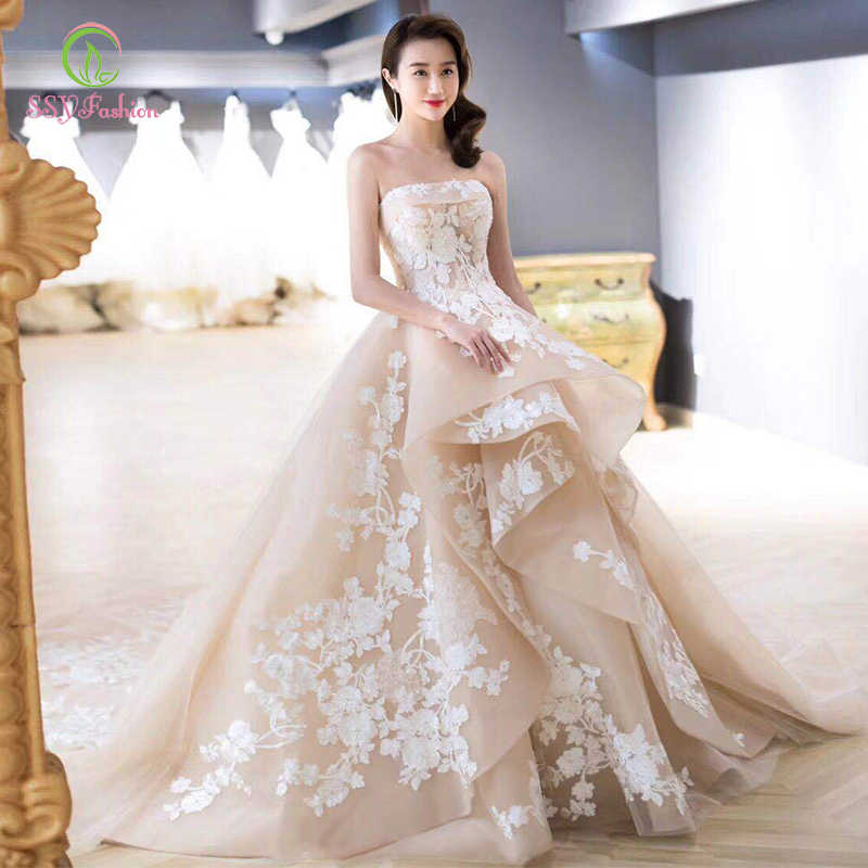 SSYFashion New Luxury Wedding Dress Champagne Strapless Court Train Lace Appliques Beading Wedding Gowns Vestido De Novia