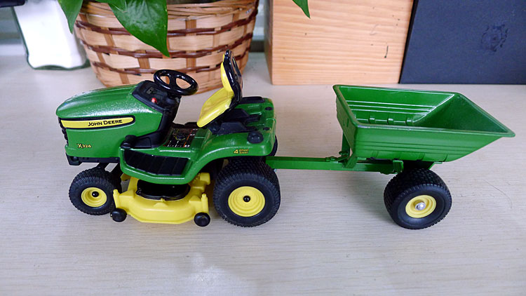 KNL HOBBY J Deere X324 garden tractor mowing alloy car models Security Act ERTL 1:16 shipping